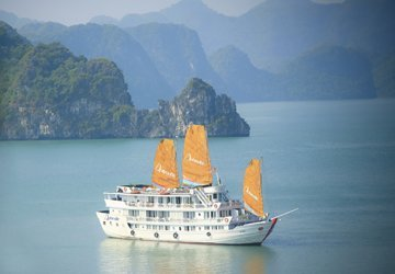 Aphrodite cruises Ha Long Bay